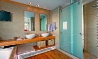 16.Master Bathroom